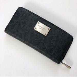 Michael Kors Wallet with Zipper Black & Silver OS